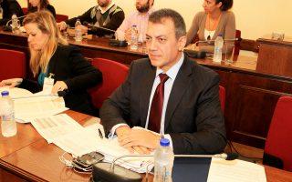 Ο υπουργός Εργασίας Γ. Βρούτσης στη Βουλή, κατά τη διάρκεια ενημέρωσης των μελών της Επιτροπής Κοινωνικών Υποθέσεων.