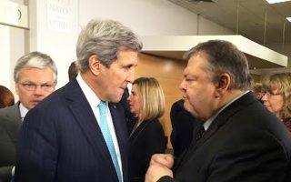 Ο κ. Ευ. Βενιζέλος συνομιλεί με τον Τζον Κέρι στις Βρυξέλλες.