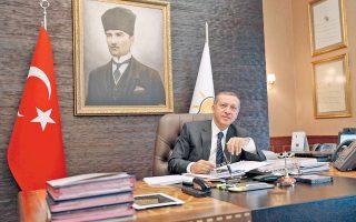 Ο Ταγίπ Ερντογάν, που κυριαρχεί στην πολιτική σκηνή της Τουρκίας μία και πλέον δεκαετία, αρχικά ως πρωθυπουργός και τώρα ως πρόεδρος, δεν έχει κρύψει τη φιλοδοξία του να ενισχύσει τις εξουσίες του προέδρου αλλάζοντας το Σύνταγμα της χώρας.