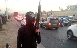 Δεκάχρονοι και δωδεκάχρονοι «πιονιέροι» της Τζιχάντ υποβάλλονται στη βάρβαρη «διαπαιδαγώγηση» των όπλων.