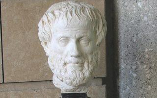 Προτομή του Aριστοτέλη, που δωρήθηκε στο Mουσείο Γουλανδρή από το Das Kunsthistorische Museum της Bιέννης στα εγκαίνια του Kέντρου ΓAIA το 2002 και κοσμεί την είσοδο επί της Oθωνος 100.