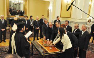 Mε τον θρησκευτικό όρκο άνοιξε η αυλαία της τελετουργίας χθες στο Προεδρικό Mέγαρο...