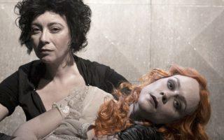 Η ηθοποιός Λένα Παπαληγούρα ερμηνεύει τη νύφη στον «Ματωμένο γάμο» που σκηνοθετεί ο Γιάννης Κακλέας στην «Αποθήκη».