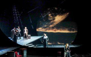Για πρώτη φορά η Εθνική Λυρική Σκηνή αναμετράται με μία από τις κορυφαίες όπερες του Βάγκνερ, το μουσικό δράμα «Τριστάνος και Ιζόλδη», που ανεβαίνει στο Μέγαρο Μουσικής την Τετάρτη, σε μουσική διεύθυνση Μ. Μιχαηλίδη και σκηνοθεσία Γ. Κόκκου