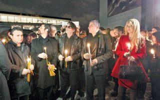 Δήμαρχοι ελληνικών πόλεων και άλλες προσωπικότητες, με επικεφαλής την εκθαμβωτική κ. Πατούλη σε ρόλο εγχώριας Αλαμουντίν, έκαναν έξω από το Μουσείο της Ακροπόλεως ένα happening που θύμιζε Ανάσταση, αλλά οι ίδιοι το ονόμασαν «διαμαρτυρία», με σκοπό την επιστροφή των Ελγινείων. Εννοείται ότι το Βρετανικό Μουσείο τα έκανε πάνω του...