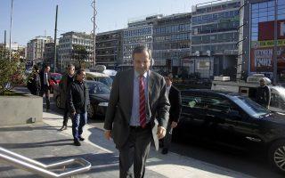 Ο πρωθυπουργός Αντ. Σαμαράς, εισερχόμενος στα γραφεία της Συγγρού για τη συνεδρίαση της Εκτελεστικής Γραμματείας του κόμματος.