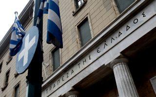 Σύμφωνα με στελέχη τραπεζών, από τις εγγυήσεις του Δημοσίου, συνολικής ονομαστικής αξίας 40 δισ., χρησιμοποιούνται σήμερα περίπου 30 δισ. με τις οποίες έχει αντληθεί ρευστότητα ύψους περίπου 20 δισ. Οι εγγυήσεις αυτές από 1ης Μαρτίου δεν θα γίνονται αποδεκτές από την ΕΚΤ και οι τράπεζες εργάζονται εντατικά με την Τράπεζα της Ελλάδος για την ομαλή αντικατάσταση των εγγυήσεων του Δημοσίου από άλλες.