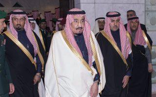 Η άνοδος του βασιλιά Σαλμάν στον θρόνο συμπίπτει με την ενίσχυση σε όλη την περιοχή απολυταρχικών τάσεων διακυβέρνησης, με έμφαση στη σταθερότητα.