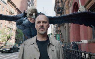 Ο ηθοποιός Ρίγκαν Τόμσον (Μάικλ Κίτον), νεοφώτιστος στο Μπρόντγουεϊ, δεν μπορεί να ξεφύγει από το παρελθόν του, τον Birdman ενός χολιγουντιανού franchise.