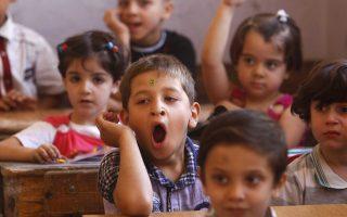 Τα παιδιά ζουν περιόδους αφόρητης πλήξης, ως «μια μετέωρη προσδοκία ότι πράγματα ξεκινούν και τίποτα δεν αρχίζει» και μέσα από αυτή έρχονται αντιμέτωπα με το αίσθημα του κενού και εντέλει μαθαίνουν να διαμορφώνουν επιθυμίες.