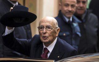 Ο Τζόρτζιο Ναπολιτάνο επιστρέφει στο σπίτι του, στη συνοικία Μόντι της Ρώμης. Ο 89χρονος Ναπολιτάνο υπέγραψε χθες την παραίτησή του από την προεδρία της Ιταλικής Δημοκρατίας, όπως είχε προαναγγείλει. Οι ψηφοφορίες για την ανάδειξη του διαδόχου του θα ξεκινήσουν στις 29 Ιανουαρίου.