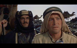 Ο Πίτερ Ο' Τουλ  (δεξιά) που ενσάρκωσε τον Λόρενς της Αραβίας στην ομώνυμη ταινία του Ντέιβιντ Λιν και ο Ομάρ Σαρίφ σε μια σκηνή από την ταινία.