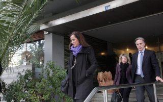 Εξερχόμενη της συνάντησης, η κ. Ντόρα Μπακογιάννη ενημέρωσε τους δημοσιογράφους ότι δεν συζητήθηκαν τα εσωκομματικά ζητήματα.