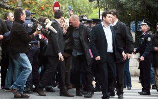 Σύμφωνα με ορισμένους, ο κ. Γ. Βαρουφάκης δεν επιθυμούσε άλλο στέλεχος του οικονομικού επιτελείου του ΣΥΡΙΖΑ να συγκατοικήσει μαζί του στο Οικονομικών.