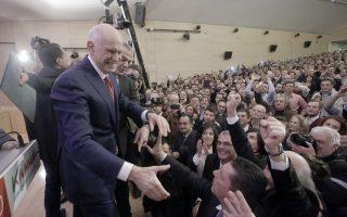 Ο Γιώργος Παπανδρέου χαιρετάει κόσμο κατά την διάρκεια της παρουσίασης του νέου κόμματος «Κίνημα- Δημοκρατών Σοσιαλιστών» στο Μουσείο Μπενάκη, Σάββατο 3 Ιανουαρίου 2015. ΑΠΕ-ΜΠΕ/ΑΠΕ-ΜΠΕ/ ΓΙΑΝΝΗΣ ΚΟΛΕΣΙΔΗΣ