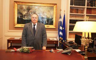 Ο υπουργός Εξωτερικών, Νίκος Κοτζιάς, στο νέο του γραφείο, μετά το τέλος της τελετής παραλαβής - παράδοσης στο υπουργείο Εξωτερικών.