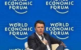 «Μοναδική οδός για την Ευρώπη είναι το να αλλάξει κατεύθυνση και να επενδύσει στην ανάπτυξη», υποστήριξε ο Ιταλός πρωθυπουργός Ματέο Ρέντσι στη συνέντευξή του στη Wall Street Journal.