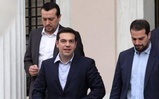 Νίκος Παππάς, Αλέξης Τσίπρας και Γαβριήλ Σακελλαρίδης προχθές το μεσημέρι στο Προεδρικό Μέγαρο.