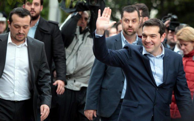 al-tsipras-den-yparchei-grexit-alla-exodos-samara-apo-tin-exoysia-2062869