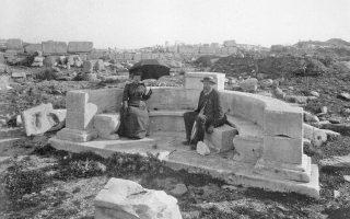 Δήλος 1894, Ιερό του Απόλλωνα, Εξέδρα του Αριστοφίλου. Ο Βίλχελμ Ντέρπφελντ γνώριζε τους αρχαιολογικούς χώρους της Ελλάδας όσο ελάχιστοι.