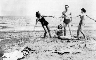 Τον Ιούνιο του 1959, ο Καμί επισκέφθηκε το Σίγρι με το σκάφος του εκδότη του, Μισέλ Γκαλιμάρ. Η επίδραση του μικρού αυτού τόπου υπήρξε καταλυτική.