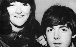 H Φρίντα Κέλι με τον Πολ Μακάρτνεϊ τη δεκαετία του '60.