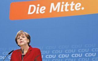 Η Γερμανίδα καγκελάριος Αγκελα Μέρκελ σε συνέντευξη Τύπου μετά τη συντριβή του κόμματός της στις τοπικές εκλογές του Αμβούργου. «Εδώ και μερικές εβδομάδες η Αγκελα Μέρκελ μοιάζει κουρασμένη, γερασμένη» έγραφε πρόσφατα ένας δημοσιογράφος, ενώ συνεργάτες της παραδέχονται ότι παρουσιάζει ίχνη υπερκόπωσης.