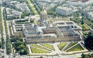 Το Μέγαρο των Αναπήρων Πολέμου, στο κέντρο της γαλλικής πρωτεύουσας, όπως αυτό απαθανατίστηκε από μη επανδρωμένο αεροσκάφος Transal του γαλλικού στρατού (εικόνα αρχείου).