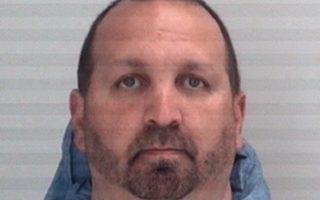 Ο 46χρονος Κρεγκ Στίβεν Χικς λίγη ώρα μετά την παράδοσή του στις Αρχές.