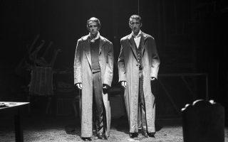 Δύο εαυτοί, δύο πρόσωπα, οι δύο όψεις της ψυχής στην παράσταση «Ο σωσίας» στο θέατρο «Ροές».