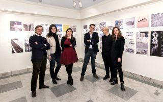 Η εξαμελής ομάδα αρχιτεκτόνων που έχει αναλάβει καθήκοντα οργανωτικής επιτροπής του GIANY και οι οποίοι οργάνωσαν και επιμελήθηκαν την έκθεση που παρουσιάζεται μέχρι σήμερα στο ελληνικό Προξενείο της Νέας Υόρκης.