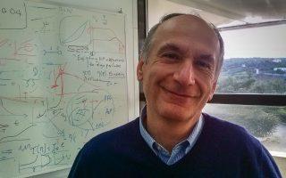 Ο Δημήτριος Βλασσόπουλος, καθηγητής στο Πανεπιστήμιο Κρήτης και το Ιδρυμα Τεχνολογίας και Ερευνας, απέσπασε πρόσφατα το βραβείο Weissenbergτης Ευρωπαϊκής Ενωσης Ρεολογίας για το 2015.