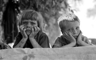 Η Αμερική του Κραχ: παιδιά της Οκλαχόμα σε καταυλισμό προσφύγων στην Καλιφόρνια. Κλασική φωτογραφία της Δωροθέας Λανγκ.