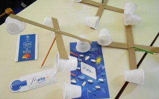 Κατασκευές και πειράματα επιστρατεύονται για να κατανοήσουν οι μικροί μαθητές τη μετεωρολογία.