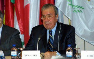 Ο πρώην υπουργός Εσωτερικών της Κυπριακής Δημοκρατίας, Ντ. Μιχαηλίδης καταδικάστηκε για μίζες εξοπλιστικών προγραμμάτων.