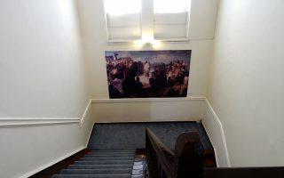 Στη Δημοτική Πινακοθήκη της οδού Πειραιώς παρουσιάζονται έργα με αθηναϊκή θεματολογία.