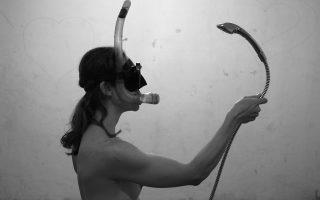 Η Σάνια Στριμπάκου «Στην άκρη του βατήρα».