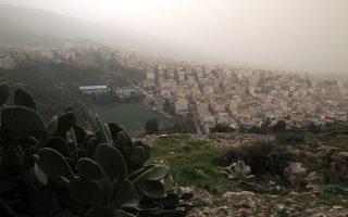 Άποψη της Αθήνας μέσα σε πέπλο αφρικανικής σκόνης που έχει περιορίσει την ορατότητα, λόγω των θυελλωδών νοτιάδων, την Κυριακή 01 Φεβρουαρίου 2015. ΑΠΕ-ΜΠΕ/ΑΠΕ-ΜΠΕ/ΣΥΜΕΛΑ ΠΑΝΤΖΑΡΤΖΗ