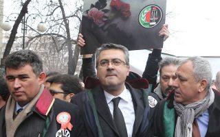 Μέλη τουρκικών δικηγορικών συλλόγων διαδηλώνουν στην Αγκυρα.