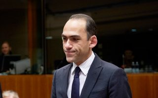 O υπουργός Οικονομικών της Κύπρου, Χάρης Γεωργιάδης, ανέφερε ότι το ελληνικό πρόγραμμα έπρεπε να είχε ολοκληρωθεί τον Δεκέμβριο.