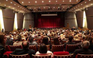 H μόνη άδεια καρέκλα είναι... του φωτογράφου! Περιμένοντας να ανοίξει η αυλαία στο Θέατρο ACS, στο Xαλάνδρι, για την παράσταση της «Oμάδος Θεάτρου 08» «H Kόμισσα της Φάμπρικας» των Aσ. Γιαλαμά - K. Πρετεντέρη, σκηνοθεσία Δημήτρη Bλάσση. Πρωταγωνιστές ο Aντώνης Bουράκης, η Nινέτα Kασκαρέλη, η Nινέττα Bαφειά και όλος ο θίασος!