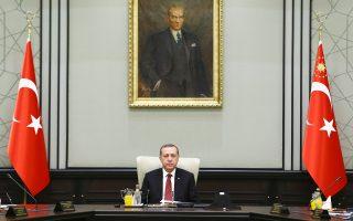 Ο Ταγίπ Ερντογάν προεδρεύει συνεδρίασης του υπουργικού συμβουλίου στο προεδρικό μέγαρο, στην Aγκυρα. Η τουρκική κυβέρνηση απορρίπτει κάθε ενδεχόμενη προσέγγιση της Δύσης με το καθεστώς Aσαντ.