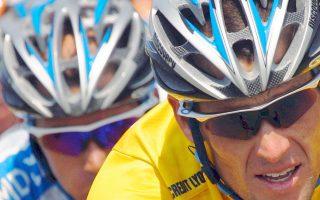 Σύμφωνα με την ανεξάρτητη αρχή, η UCI εξαίρεσε τον Αρμστρονγκ (δεξιά) από τους κανόνες, απέφυγε να του κάνει στοχευμένο έλεγχο παρά τις υποψίες και τον στήριξε δημοσίως έναντι κατηγοριών για ντοπάρισμα, ακόμη και μέχρι το 2012.
