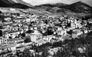 Φωτογραφία της εποχής, μετά τη σφαγή στο Δίστομο στις 10 Ιουνίου 1944.