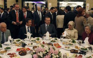 Πενταμελής ομάδα παρακολουθεί τα γεύματα Ερντογάν για να αποτρέψει δηλητηρίαση.