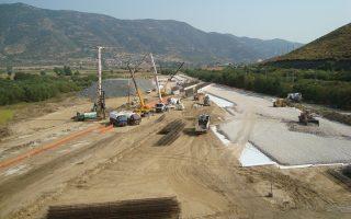 Μεταξύ των έργων που βρίσκονται σε καθυστέρηση είναι οδικές και σιδηροδρομικές υποδομές -πλην των τεσσάρων αυτοκινητοδρόμων- τεχνολογικά έργα, ενεργειακά και περιβαλλοντικά.