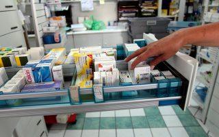 «Ορισμένες εταιρείες μάς αναγκάζουν να αγοράσουμε μαζί με το φάρμακο που μας λείπει και άλλα σκευάσματά τους», καταγγέλλουν οι φαρμακοποιοί.