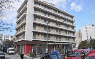 Παρότι σε καλή κατάσταση, το εξαώροφο κτίριο στη λεωφόρο Αλεξάνδρας 175, παλαιά Στέγη Υγειονομικών, σήμερα αδιευκρίνιστης ιδιοκτησίας, δεν φιλοξενεί καμία δραστηριότητα και δεν παράγει κανένα εισόδημα.
