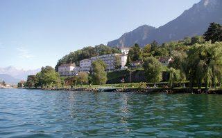 Σε ατμόσφαιρα «Hotel Grand Budapest», σε αρχοντικά παλιά παραλίμνια ξενοδοχεία, εκατοντάδες νέοι από όλο τον κόσμο, μεταξύ αυτών και σημαντικός αριθμός Ελλήνων, σπουδάζουν τουριστικά επαγγέλματα στις υψηλών προδιαγραφών σχολές του Μοντρέ και της Λουκέρνης στην Ελβετία. Η «Κ» συνομίλησε με Ελληνες σπουδαστές του Swiss Education Group για τα μυστικά ενός κλάδου με ευρύτατους ορίζοντες.