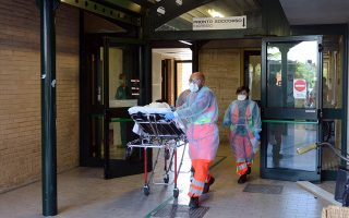 epa04392410 A woman leaves the hospital emergency room to be transported to Civitanova Marche in Ancona for a suspected case of Ebola, Italy, 09 September 2014. Health officials in Marche said that there was a suspected case of Ebola in the central Italian region. The person with Ebola symptoms is reportedly a foreign woman who is in hospital in the town of Civitanova Marche.  EPA/FEDERICO DE MARCO